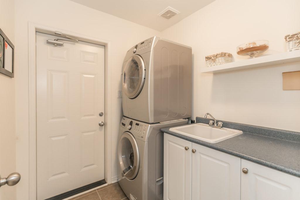 27 Meadowhawk Trail, Bradford -Laundry Room